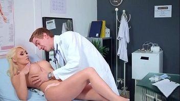 Médico safadão fez uma putaria louca com sua paciente gostosa