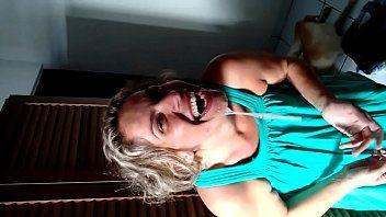 Daniela Cadela Ganhou Porra na Carinha e Ficou Exibindo Seu Rosto Melado