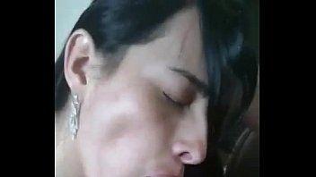 Lara Freitas Fazendo um Boquete Caprichado no Marido