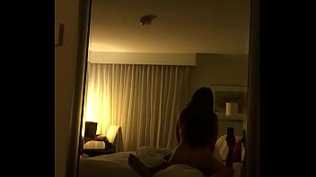 Morena Casada Dando Uma Quicada e Seu Parceiro Filmando a Foda no Espelho