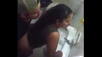 Bêbada Safada Liberou Para o Tarado no Banheiro do Bar