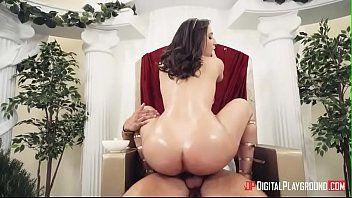 Casal realiza fantasia de sexo com video porno