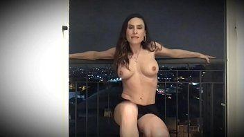 Emme White Atriz Pornô Famosa Fazendo Strip e Rebolando Peladinha