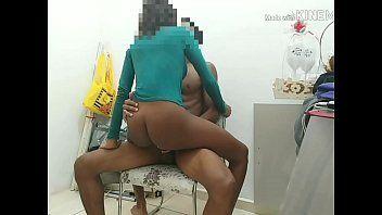 Caroline Mulata Safadinha Ficou Quicando Com Força na Piroca e Gemeu na Cadeira