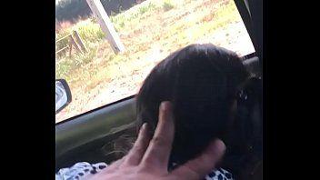 Delicia de Morena Tomou de Quatro Dentro do Carro em Plena Luz do Dia