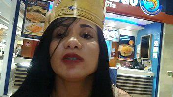 Bianca Naldy Foi Lanchar no Burguer King do Shopping e se Masturbou Com Colherzinha