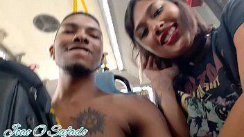 Doce Lola Ninfeta Ficou Chupando a Pica do João o Safado no Ônibus Cheio