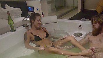 Ana Rothbard delicia de esposa punhetou e fodeu com marido na banheira
