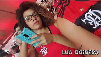 Lua Doidera safadinha foi pro estádio ver jogo do Flamengo sem calcinha