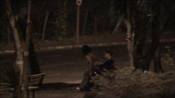 Casal é Flagrado Fudendo No Meio Da Praça de Uberlândia