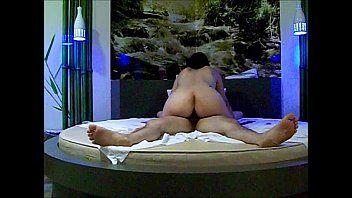 Rabuda gostosinha demais ficou sentando na piroca na cama redonda do motel